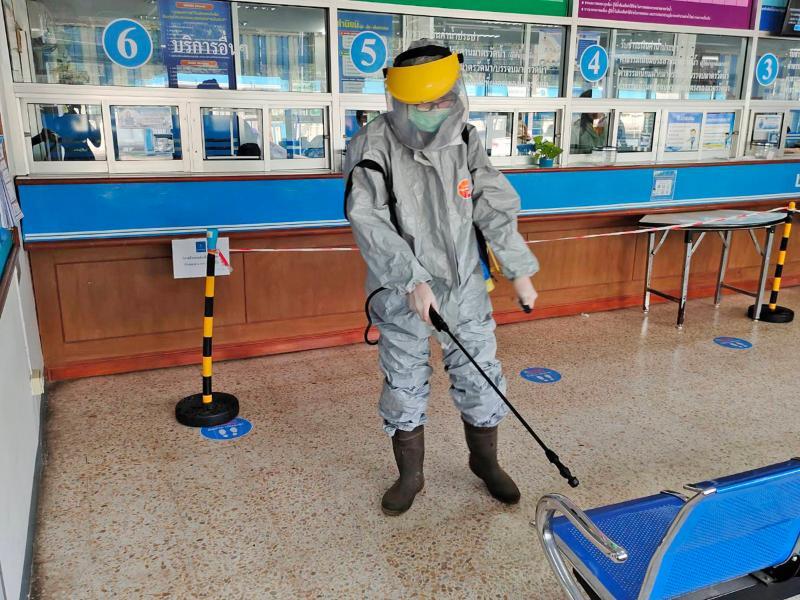 กปภ.สาขาอุบลราชธานี  ฉีดพ่นแอลกอฮอล์ฆ่าเชื้อเพื่อป้องกันเชื้อไวรัสโควิด-๑๙ ภายในบริเวณสำนักงาน