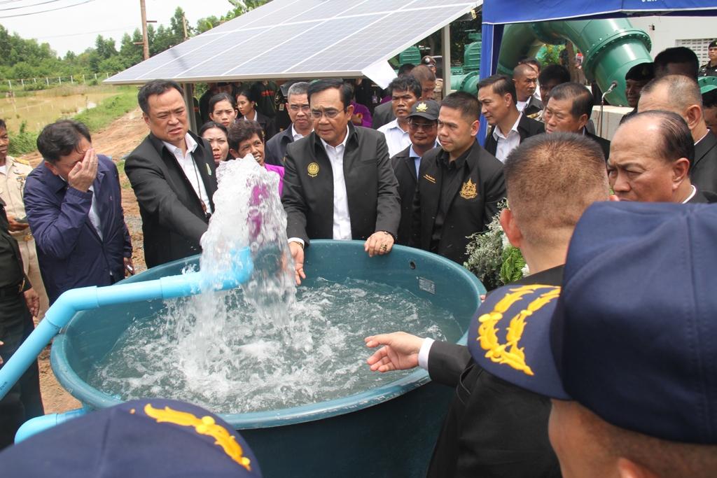 ไฟล์แนบ นายกรัฐมนตรี พล.อ.ประยุทธ์ จันทร์โอชา ลงพื้นที่จังหวัดสุรินทร์และบุรีรัมย์ เร่งแก้วิกฤติภัยแล้ง