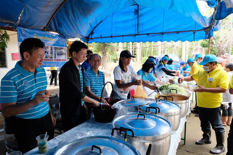 ไฟล์แนบ กปภ.ข.8 ตั้งโรงครัวบริการอาหารและเครื่องดื่ม สร้างกำลังใจให้ผู้ประสบภัยพื้นที่ฟื้นฟูชุมชนบ้านคูเดื่อ