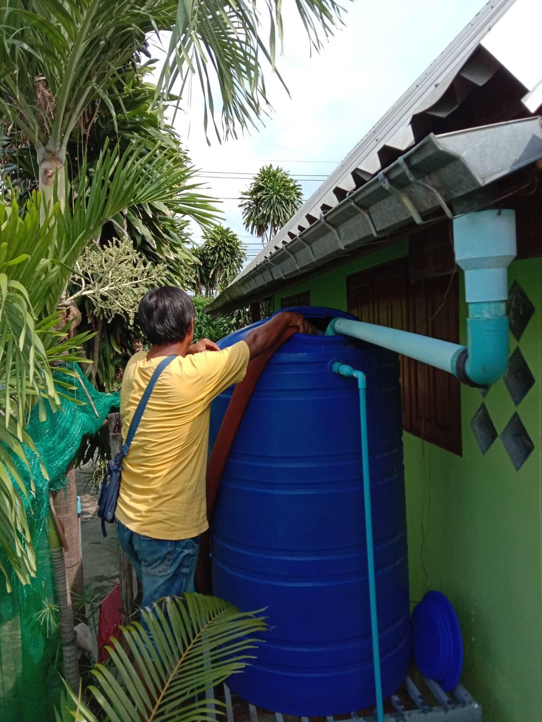 ไฟล์แนบ กปภ.สาขานางรองประสานพลังระหว่างหน่วยงานผ่านวิกฤติภัยแล้งแจกจ่ายน้ำประชาชนที่ขาดแคลน
